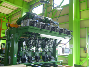 油圧式自動釘打機(ワンマン)月産約8,000枚